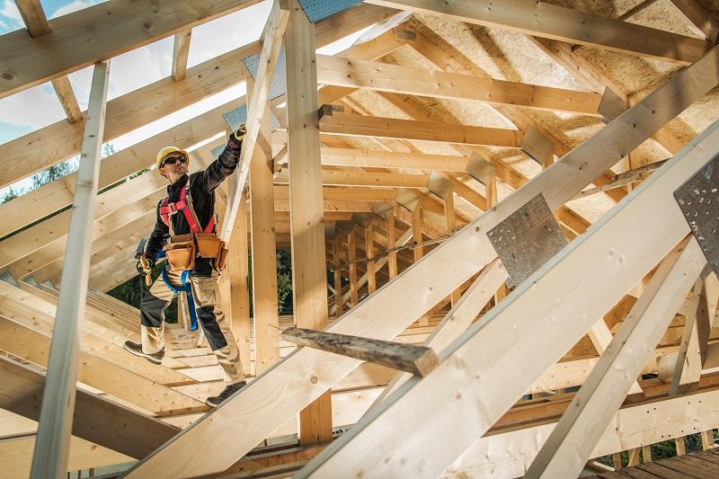 Budowa więźby dachowej – jakie należy zastosować drewno