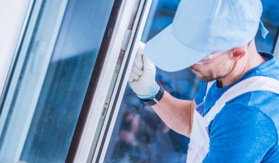 Montaż okna – etap uszczelniania połączenia