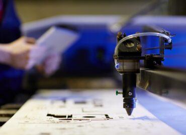 Obróbka mechaniczna CNC – jakie materiały można poddać obróbce?