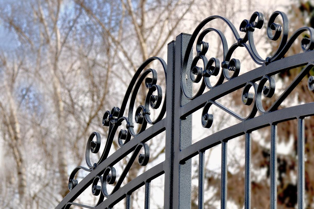 Metaloplastyka wokół domu – co warto zamówić?